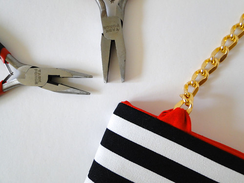 11 Striped Crossbody Clutch Tutorial by Fabric Paper Glue