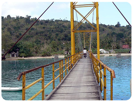 Nusa Ceningan Yellow Bridge