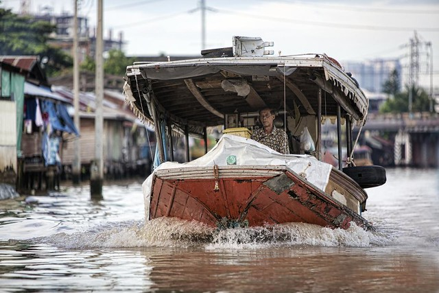 Boat-on-Bangkok's-rivers-Flickr-CC-*christopher*