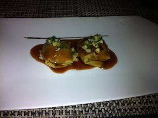 Raviolis de pato con escabeche de miel y soja