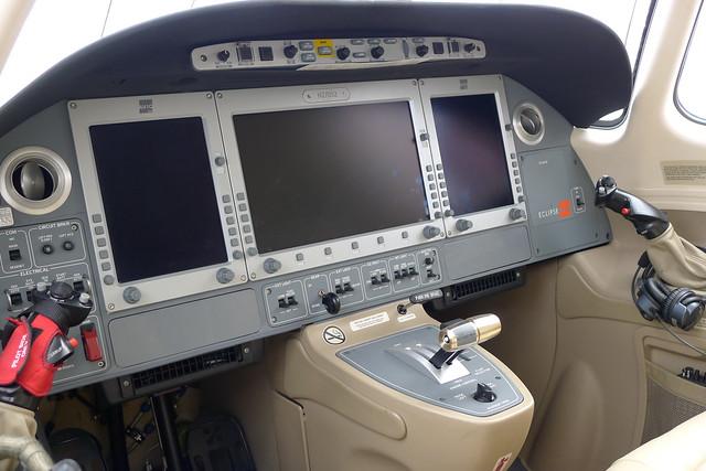 Cockpit: Eclipse 500 LX