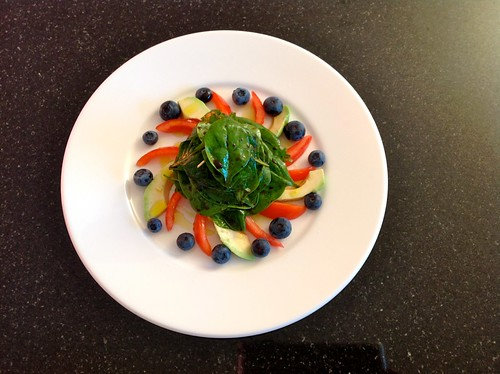 Spinatsalat mit Heidelbeeren