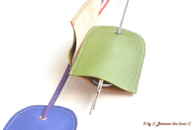 Leather key chain holder :: tutorial