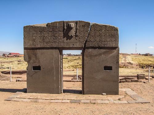 Tiwanaku: la Porte du Soleil (pachamama, des femmes condors, des soleils entourés de la croix andine)