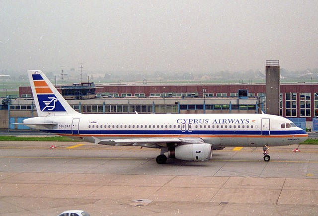 Cyprus Airways Airbus A320-231; 5B-DAT@FRA;11.10.1995
