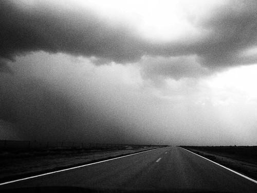 無料写真素材, 建築物・町並み, 道路・道, 雲, モノクロ
