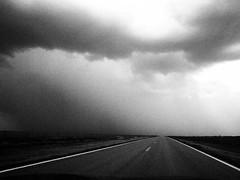 [フリー画像素材] 建築物・町並み, 道路・道, 雲, モノクロ ID:201208291600