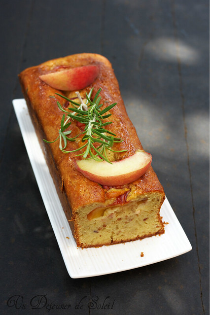 Peaches and mascarpone cake