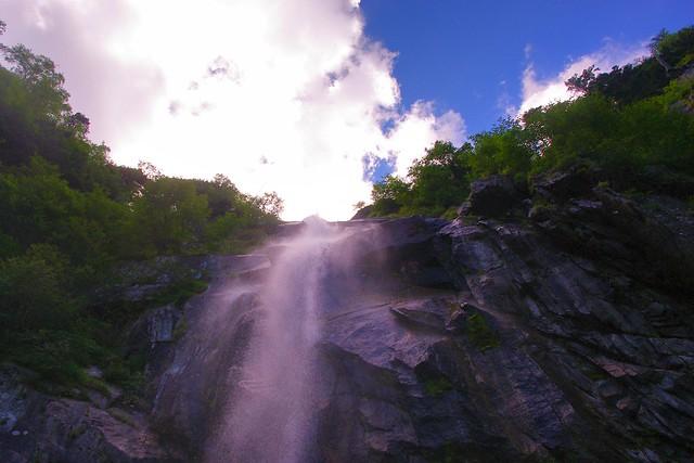 五色の滝近景