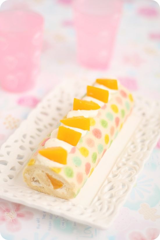 Colorful Polka-dotted Roll Cake カラフル水玉模様のロールケーキ