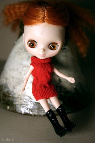 """Wooly yarn"" dress for Petite Blythe doll"