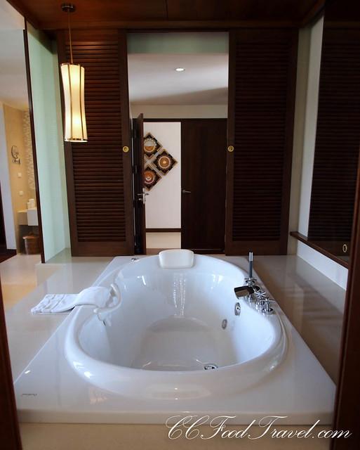 Royal Jacuzzi penthouse-3 Bedrooms bathtub