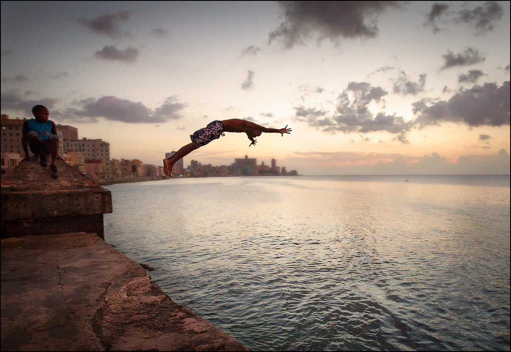 malecon jumping 2 copy.jpg