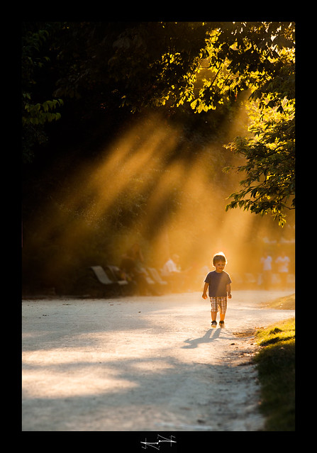 C'est un petit pas d'Homme, avec une lumière géante pour l'humanité. parc monceau Paris
