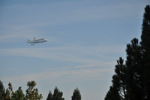 Spaceshuttle Endeavor near Moffett Field, Mountain View, CA