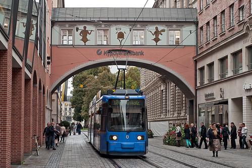 Die Linie 18 wurde, wie hier Wagen 2127 in der Theatinerstr, über die Maximilianstraße umgeleitet