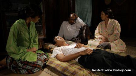 Sakit ... watak Kasim diselamatkan oleh sebuah keluarga di situ