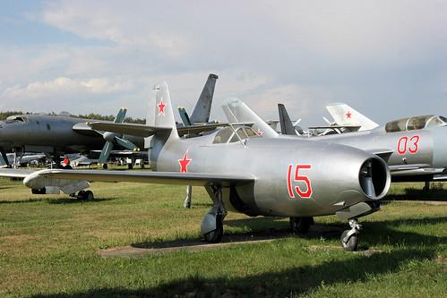 Yakovlev Yak-23 15 red