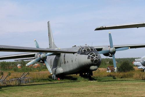Antonov An-8 10 green