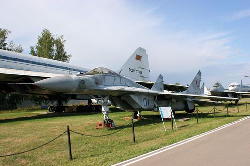 Mikoyan-Gurevich MiG-29 01 blue