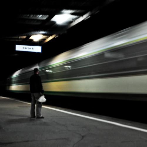無料写真素材, 人物, 電車・列車, 乗り物・交通  人物, 鉄道駅・プラットフォーム