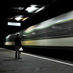 [Free Images] People, Trains, Transportation - People, Station / Railway Platform ID:201208251200