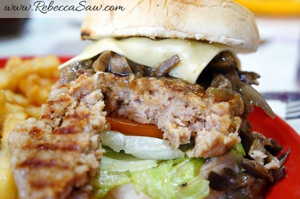 peter's kitchen pork burger - asia cafe puchong-007