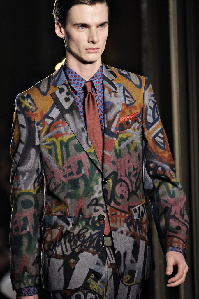 Angus Low3020_FW12 Milan Moschino(VOGUE)