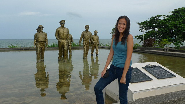 Another souvenir photo for the happy tourist :)
