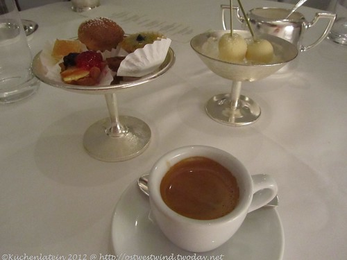 ©Vincent Klink Wielandshöhe Espresso mit Petit Fours und Kokos-Parfait