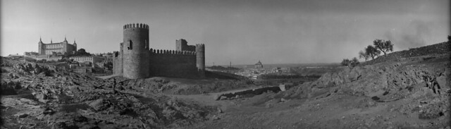Panorámica de Toledo en 1921 desde el cerro del Castillo de San Servando. Fotografía de José Regueira. Filmoteca de Castilla y León. RESEP-145