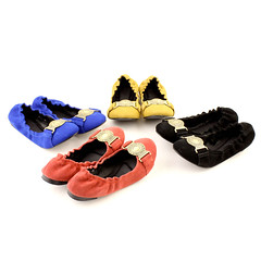 outdoor shoe(0.0), sneakers(0.0), leather(0.0), sandal(0.0), athletic shoe(0.0), footwear(1.0), shoe(1.0), slipper(1.0),