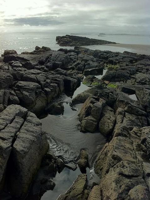 礁石与沙滩