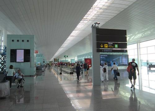 バルセロナ・プラット空港のターミナル 2012年6月8日9:25 by Poran111