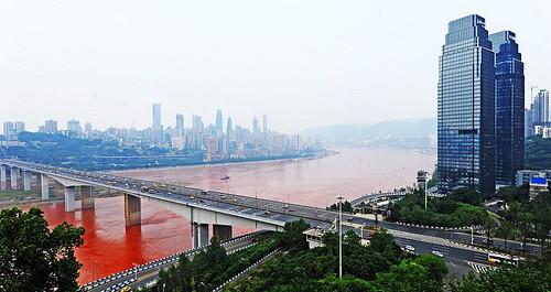 Янцзы - самая длинная и многоводная река Евразии. Она является третьей по длине в мире (после Нила и Амазонки)
