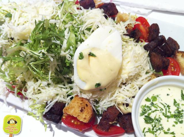 macaron cafe french caesar salad