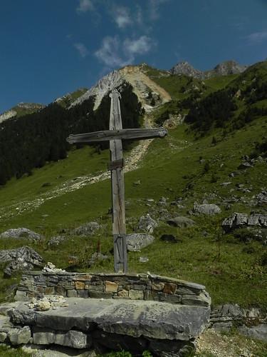 Croix sentier des Avals