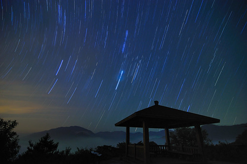 Star trails over  pavilion @福壽山農場