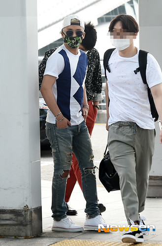 BIGBANG Incheon Airport to Shanghai Press 2015-06-19 040