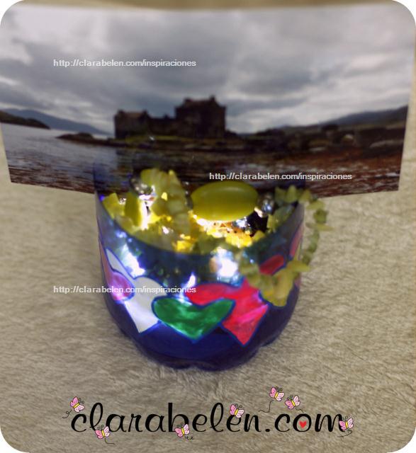 Lámpara de leds portafotos hecha con una botella de plástico para organizar