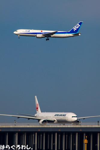 B777-300 JA8943 and B767-300 JA8275 @ Tokyo Haneda