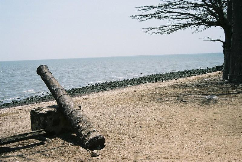 Canhão antigo na Ilha James, Gâmbia