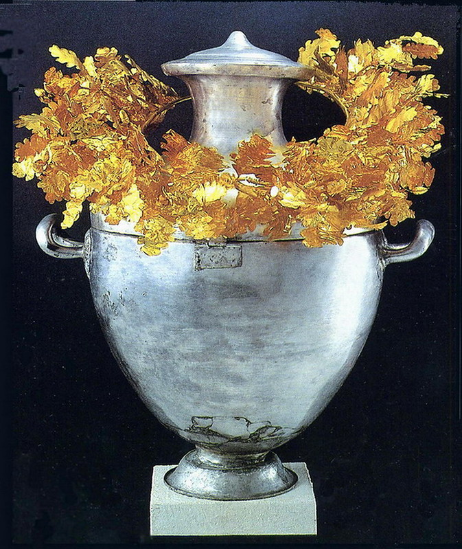 Vergina Archeological Museum - Silver Urn with Golden Wreath of Alexandre IV 002