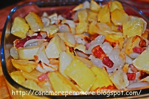Patate cipolle e pancettina1