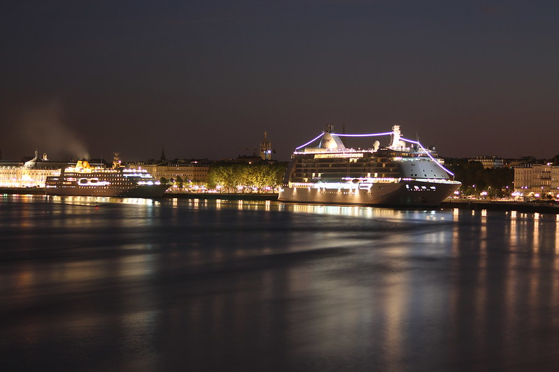 Hamburg and Seven Seas Voyager by night - Bordeaux - 19 septembre 2012