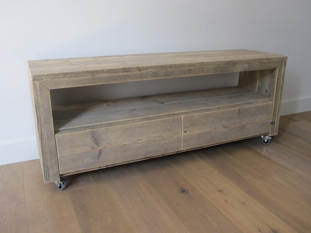 Tv Meubel Wieltjes : Tv meubel vittali op wielen steigerhout te koop bij u flickr
