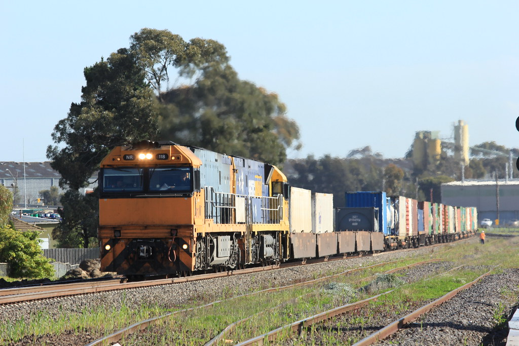 NR118 and NR30 on MB2 slowly make there way through McIntyre due to nearby track work by bukk05