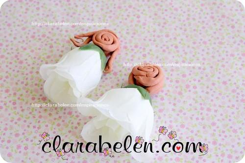 Muñecas de boda y comuniones de arcilla y flores de plástico