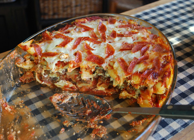 The Cutting Edge of Ordinary: Pepperoni Pizza Casserole