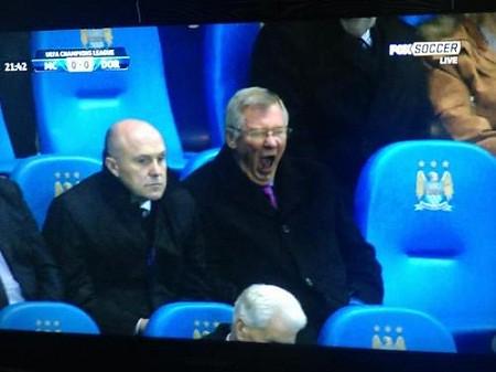Foto Alex Ferguson bostezando partido Manchester City